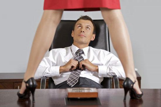 Фото женщина на столе