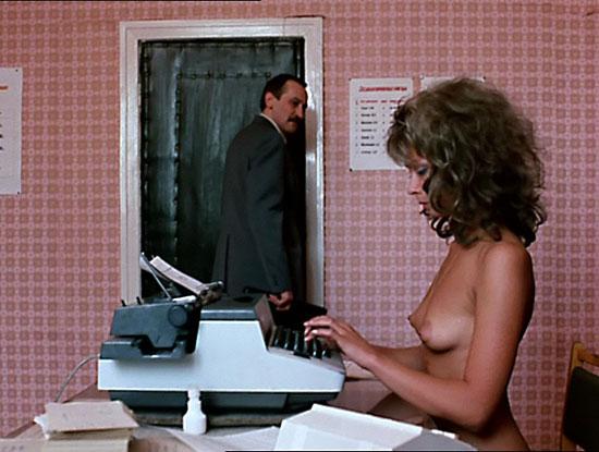 Что приходится делать секретаршам