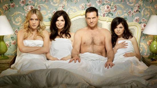 Фото мужчина с тремя женщинами