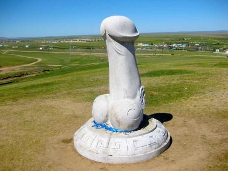 Памятник фаллосу фото